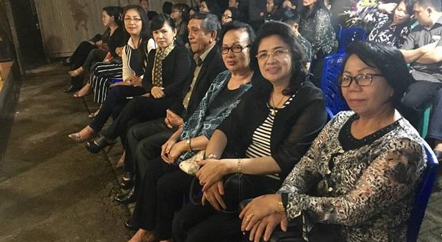 Ketua Fraksi Partai Golkar DPRD Minahasa ebrsama keluarga besar Partai Golkar Minahasa. (Foto:IST)