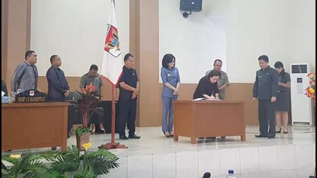Penandatanganan Dalam Rapat Paripurna DPRD Minsel