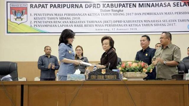 Salah Satu Agenda Dalam Rapat Paripurna DPRD Minsel