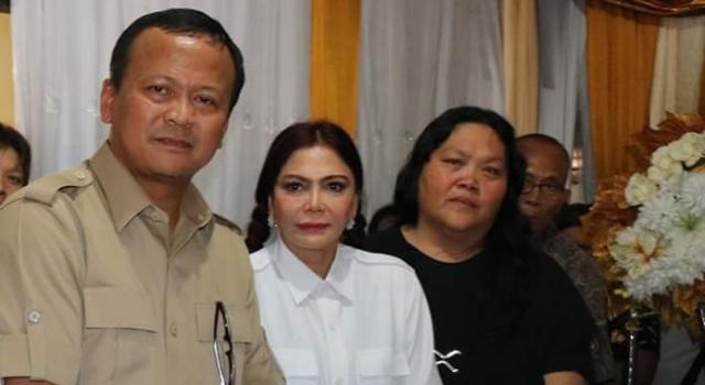 Wakil Ketua Umum DPP Gerindra, Edhy Prabowo didampingi Ketua DPD Gerindra Sulut Vonnie Panambunan melayat ke rumah duka alm. Fernando Wowor.