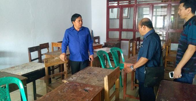 Komisi 4 meninjau kondisi fasilitas sekolah yang rusak