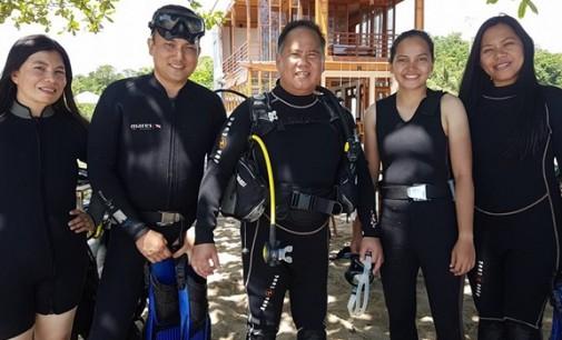 JEFFRY KORENGKENG dan Tim INews TV Diving di Pantai Parentek