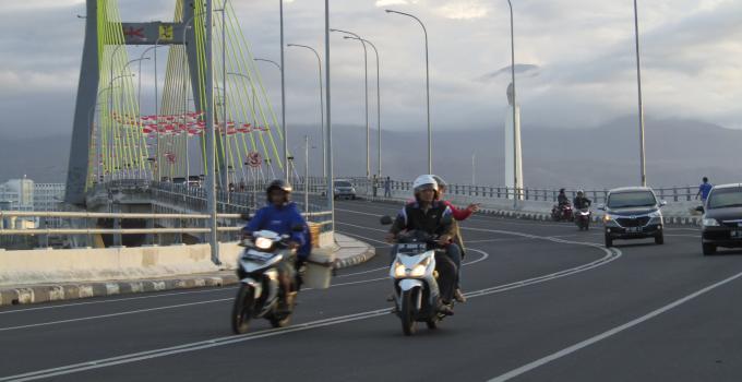 Jembatan Soekarno di Kota Manado