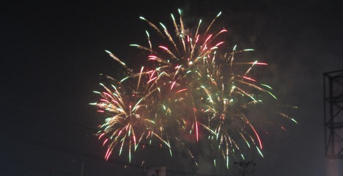 Kemeriahan pesta kembang api di Megamas