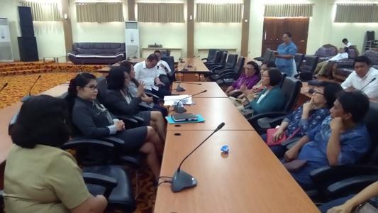 Para pedagang saat bertemu dengan DPRD Manado.