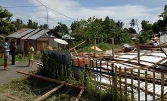 Bitung Diterjang Angin Kencang, Satu Rumah di Tendeki Rata Tanah