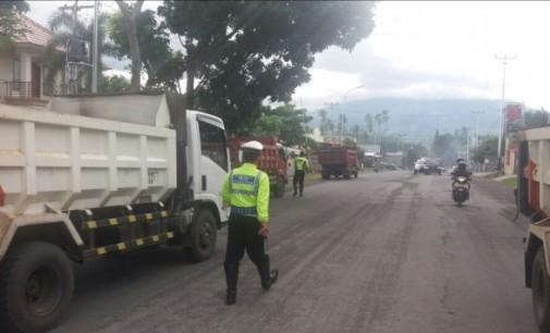 Diduga Ugal-ugalan, Puluhan Truck Pasir Ditilang Satlantas Bitung