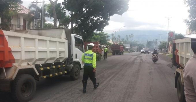 Operasi Satlantas Polres Bitung terkait keluhan warga terhadap truck pengangkut pasir
