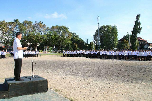 Wali Kota Manado Vicky Lumentut saat memberikan arahan kepada ASN Pemkot Manado.