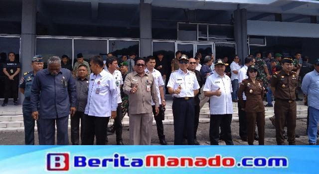 Vicky Lumentut saat menghadiri upacara penyambutan Yonif Raider 712/Wiratama di Pelabuhan Bitung