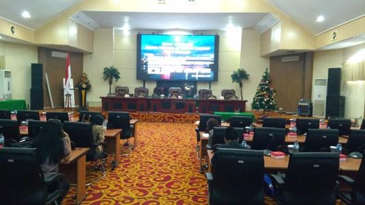 Suasana Ruangan Paripurna DPRD Manado.(Foto:Anes/beritamanado.com)