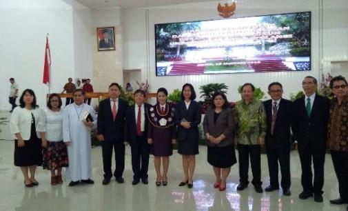 FLORA KALALO Resmi Jabat Dekan Fakultas Hukum Unsrat