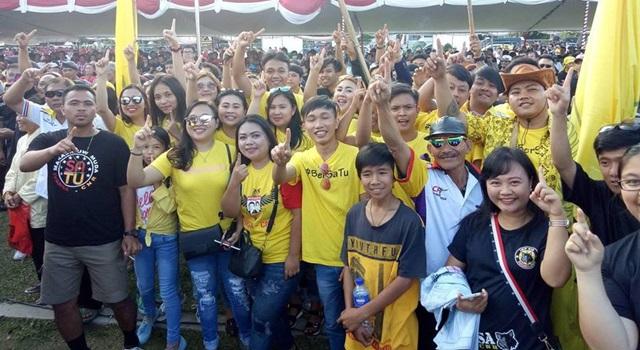 Para pendukung Ivan Sarundajang-Careig Naichel Runtu turut meramaikan Kampanye Damai. (Foto:IST)