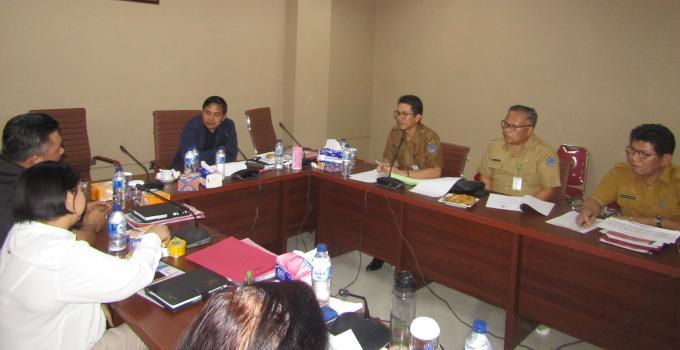 dr Enrico Rawung di hadapan Komisi 4 DPRD Sulut