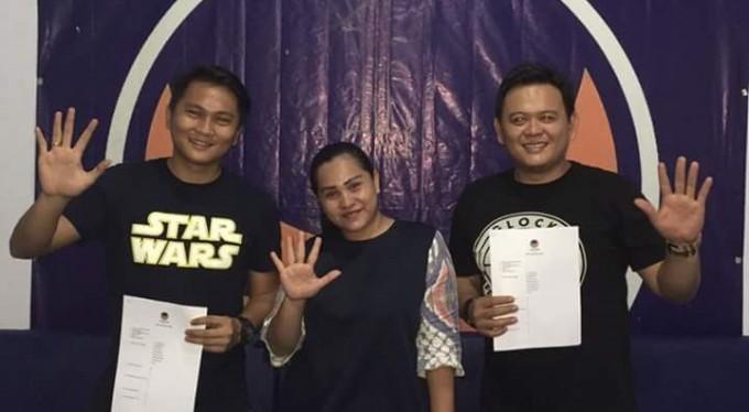 Glen dan Indra saat mengambil formolir bakal calon legislatif di Sekretariat Partai NasDem