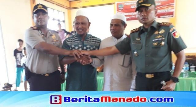 Kapolres Minut AKBP Alfaris Pattiwael SIK MH serta Dandim 1310/Bitung-Minut Letkol Inf Deden Hendayana mendengar komitmen dua iman Desa Maen untuk menjaga persatuan masyarakat desa.