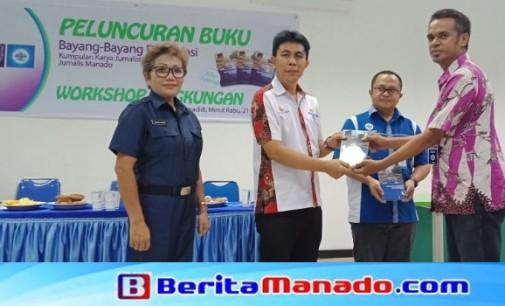 Perdana dari AJI Manado, Buku 'Bayang-bayang Degradasi' Diluncurkan