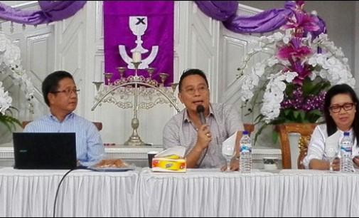 Jimmy Eman Moderator Katekisasi Pelayan Khusus Wilayah Tomohon I