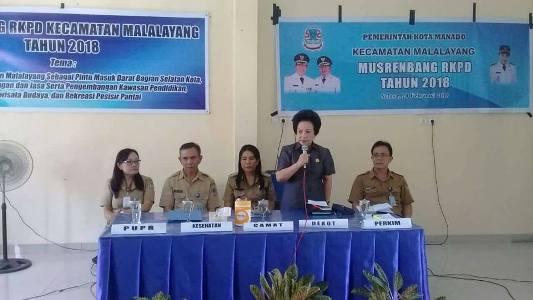 Ketua DPRD Manado, Nortje Van Bone (Beridir) saat menghadiri Musrenbang Kecamatan Malalayang.