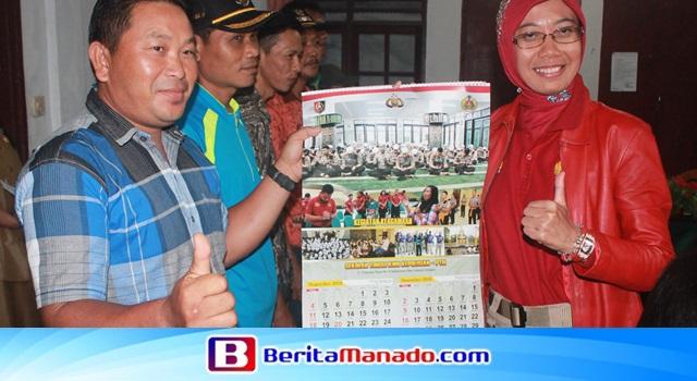 AKBP Dr Novi Indah Earliyanti MPd saat memberikan kenang-kenangan kepada salah satu petani Cap Tikus