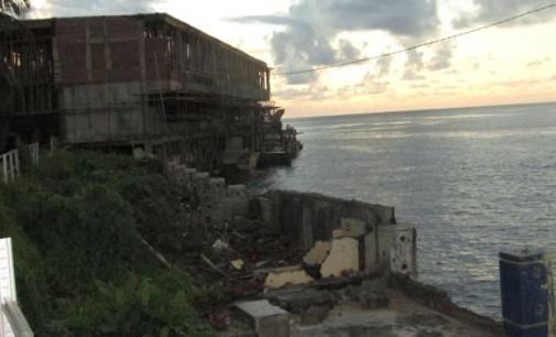 Kawasan Pantai Depan Gedung Tertinggi di Manado Ini Sangat Amburadul