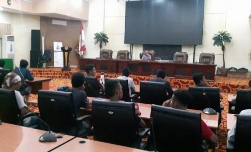 Didemo Masyarakat, ROY MARAMIS Bilang DPRD Manado tidak Terpengaruh dengan Undang-Undang MD3