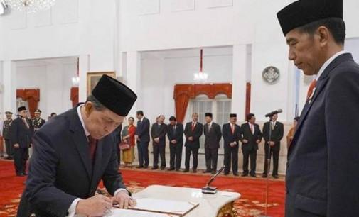 Jokowi Lantik DR SH Sarundajang Dalam Jajaran 17 Dubes Baru RI