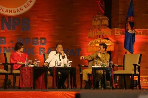 Wali Kota Manado Vicky Lumentut saat tampil dalam dialog.