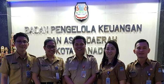 Kaban BKAD, Johnly Tamaka (Tengah).