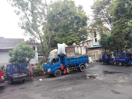 Mobil dan Motor Sampah yang disiapkan pemerintah untuk membantu kesadaraan warga menjaga kebersihan Kota Manado.