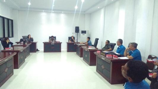 Suasana hearing Komisi B DPRD Manado di ruangan komisi.(foto:anes/beritamanado)
