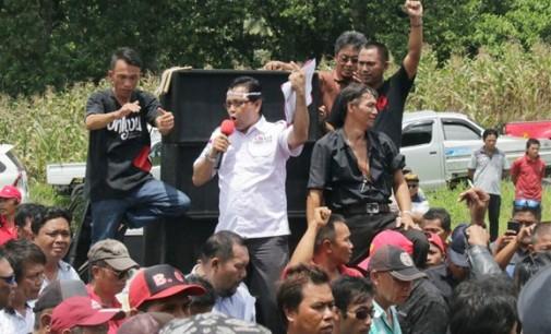 Massa Demo Desak Proses Hukum dan Copot Plt Bupati Ronald Kandoli