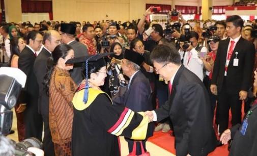 Andrei Angouw Hadiri Anugerah Honoris Causa Untuk Megawati Soekarnoputri dari IPDN Kemendagri