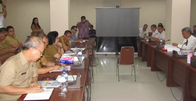 Kadis Koperasi dan UMKM HAPPY KORAH di Pembahasan Ranperda BUMD PT Jamkrida Sulut