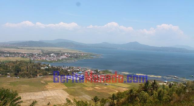 Danau Tondano dilihat dari puncak Bukit kaweng Kecamatan Kakas