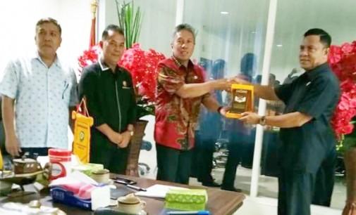 Wabup FRANKY WONGKAR Terima Anggota DPRD Maluku Tenggara