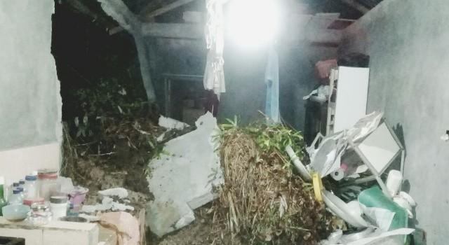Kondisi dapur rumah dari korban longsor di Kelurahan Bailang.