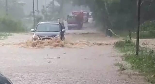Banjir terjadi di ruas jalan by pass Worang.