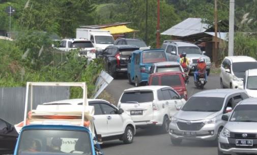 Soal Moratorium Taxi Online, Ini Pendapat DEKY PALINGGI dan EVA SARUNDAJANG
