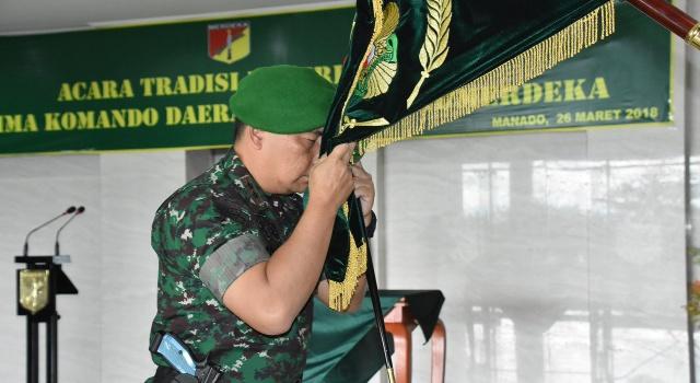 Mayjen TNI Madsuni saat tradisi penerimaan di Makodam XIII/Merdeka