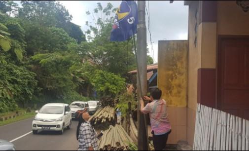 Panwaslu Tomohon Tertibkan APK dan Bendera Partai Nasdem