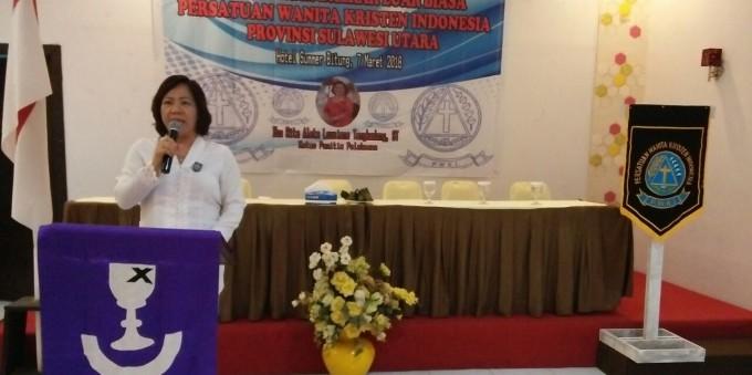 Rita saat beri sambutan pemilihan Ketua PWKI Sulut
