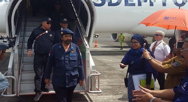 Surya Paloh saat tiba di Bandara Internasional Sam Ratulangi. (Foto:IST)