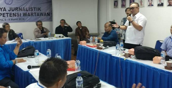 Pemred Manadonews.com, Victor Rarung, menyampaikan pesan dan kesan
