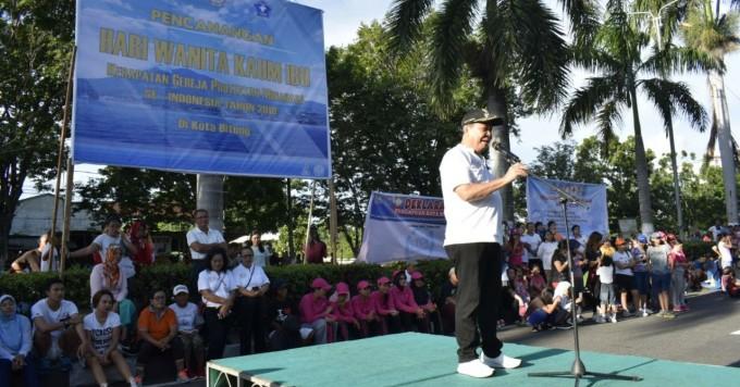 Wali kota saat membuka peringatan Hari Perempuan Internasional