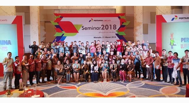 Foto bersama para peserta seminar