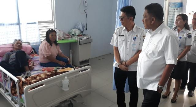 Olly Dondokambey didampingi dr Enrico Rawung MARS saat berkunjung ke RSUD Noongan