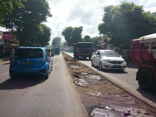 Median Jalan Melalayang yang telah dibongkar untuk pembangunan jalur khusus Ambulas