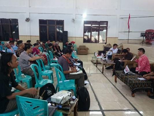 Rakernas V Aman, Sarasehan mengenai Urgensi Pembentukan Undang-Undang Masyarakat Adat.