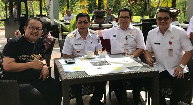 Dadang Rizky Ratman (kiri) bersama Bupati Royke Mewoh,Kadispar Sulut DanielMewengkang dan Kadisbudpar Minahasa Agustivo Tumundo.(Foto:IST)